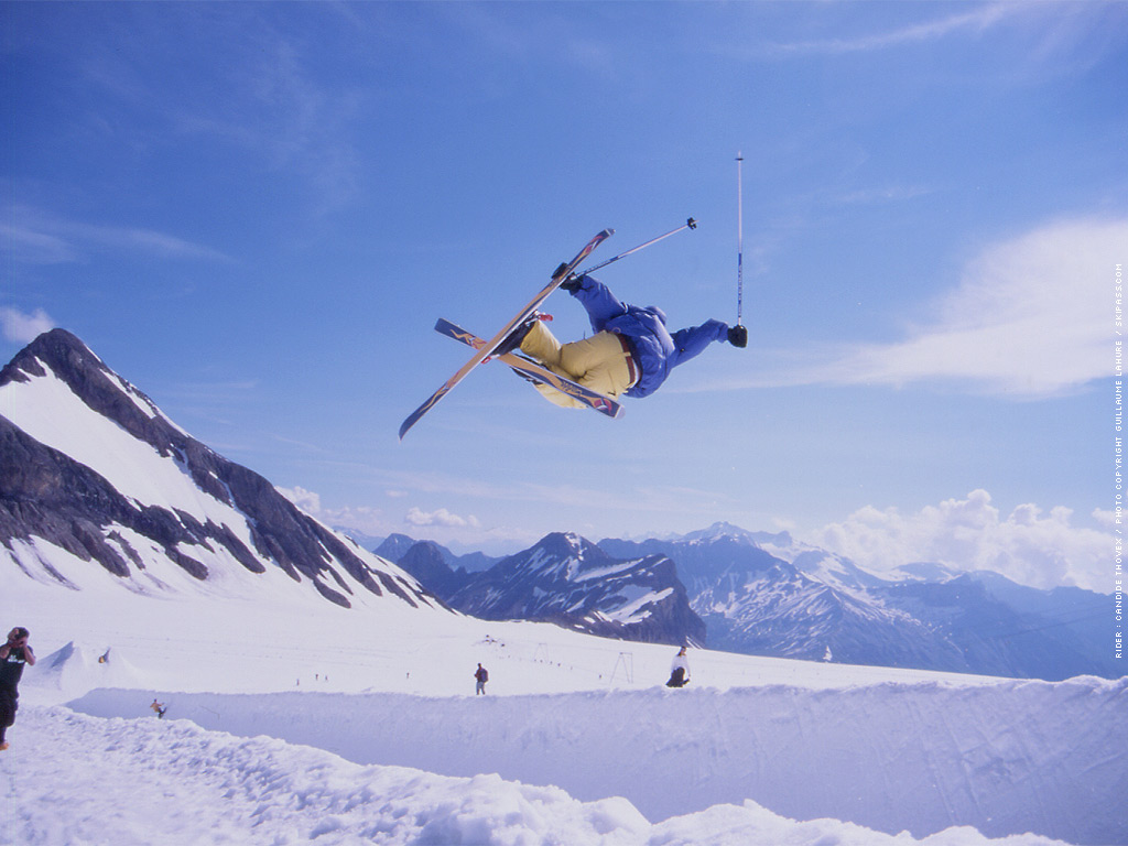 descriptive essay on skiing Free essay: snowboarding is a sport that is geared towards youth when it was just beginning snowboarding was sort of an outcast activity on most mountains.